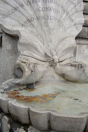 Fountains of Rome: Bee's fountain